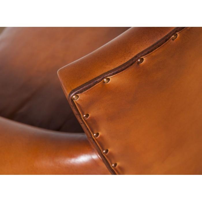 canap club cuir le grand parisien canap cuir club. Black Bedroom Furniture Sets. Home Design Ideas
